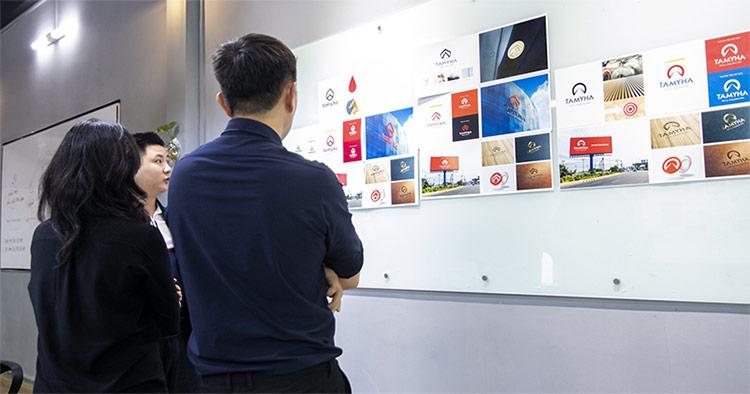 Ở Vũ Digital, với hơn 10 năm kinh nghiệm, chúng tôi tạo ra quy trình thiết kế bộ nhận diện thương hiệu phù hợp nhất đối với môi trường kinh doanh, bản sắc văn hoá tại Việt Nam.