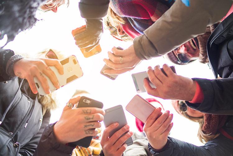 Hãy tận dụng những phần thưởng nhỏ nhoi để khuyến khích nhà tiêu dùng chia sẻ những nội dung tích cực về thương hiệu lên trên mạng xã hội. Ảnh: Top Class Actions.