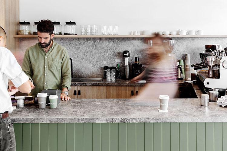 Thiết kế nhận diện cho quán cà phê địa phương với sắc xanh trang nhã