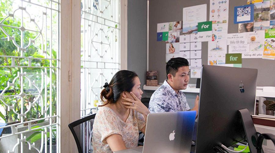 Đội ngũ Vũ Agency đang tư vấn chiến lược thương hiệu trực tuyến với khách hàng tại Singapore