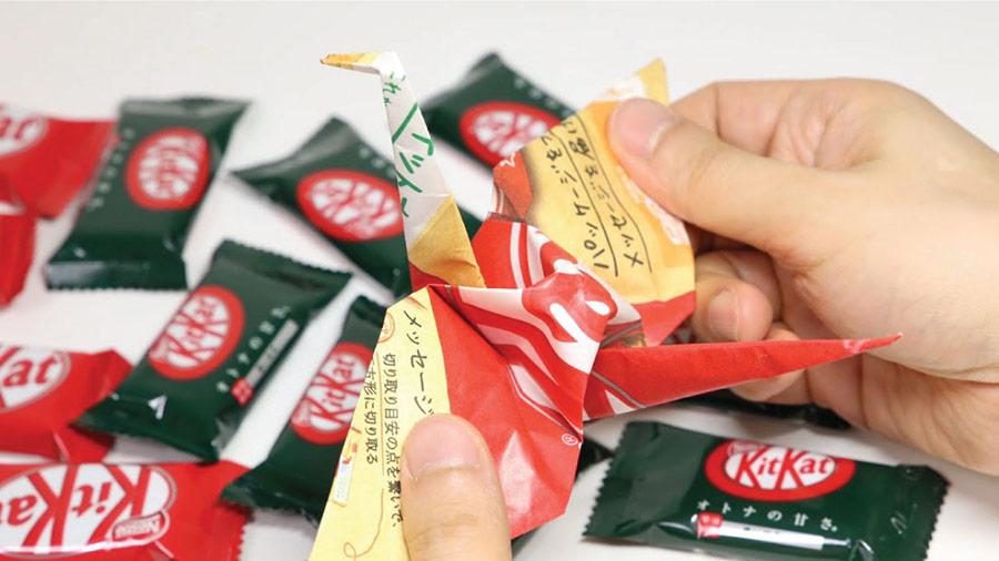 Kitkat Nhật rất khéo léo khi lồng ghép yếu tố văn hóa vào thiết kế bao bì giấy để gấp origami