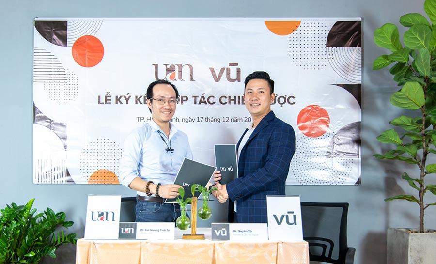 Lễ ký kết thực hiện dự án tái định vị thương hiệu UAN giữa Mr Bùi Quang Tinh Tú và Mr Quyền Vũ, mang tới một nhận diện hình ảnh và chiến lược thương hiệu đột phá, hỗ trợ UAN thực hiện thành công nhiều dự án lớn tới cộng đồng.