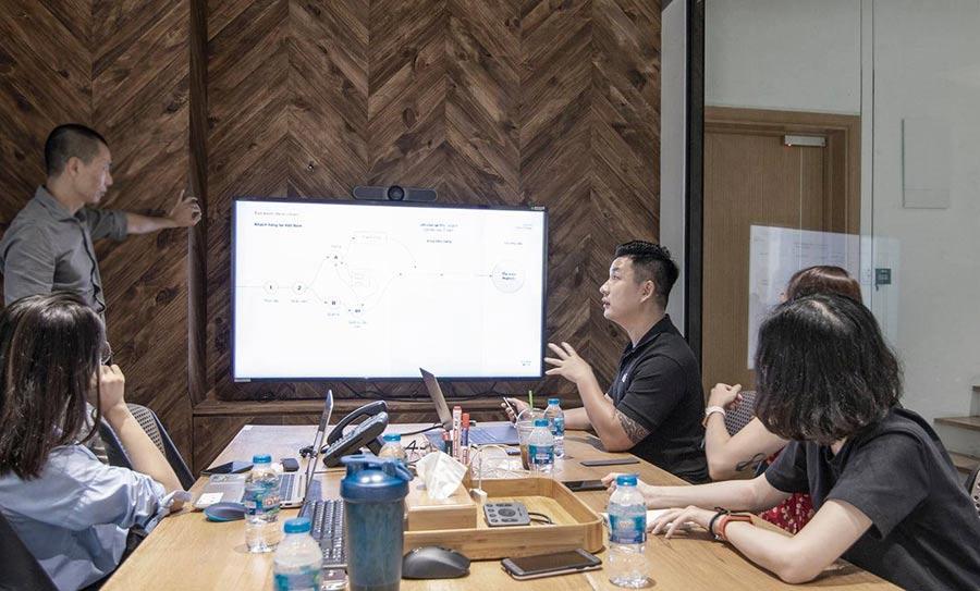 Design agency - Phương pháp đặt câu hỏi rất quan trọng, chiến lược đặt câu hỏi giúp khai pháp mọi tiềm năng mà thương hiệu sở hữu. Dự án Vũ Agency tư vấn thương hiệu thiết kế và thi công nội thất hàng đầu Việt Nam Huynchi.